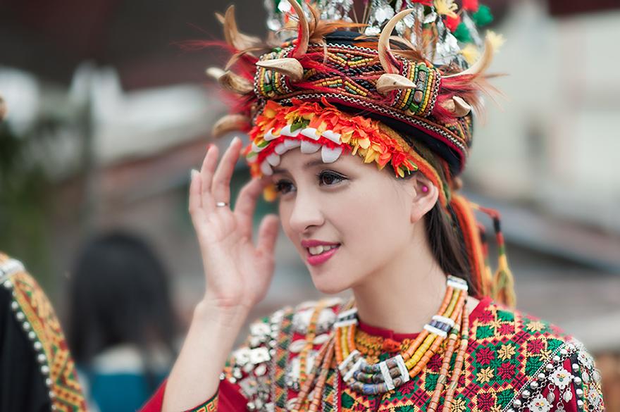 台灣台東太麻里的排灣族婚禮新娘禮服